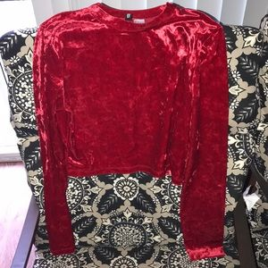 H&M red crop top! it's on very good conditions